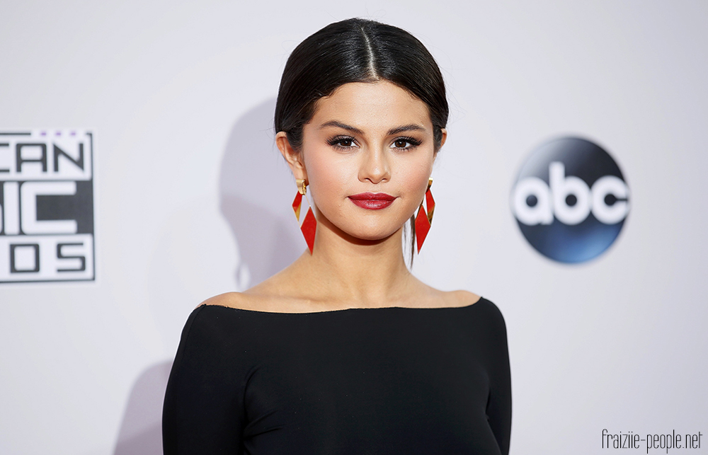 Selena Gomez arrives at the 42nd American Music Awards in Los Angeles