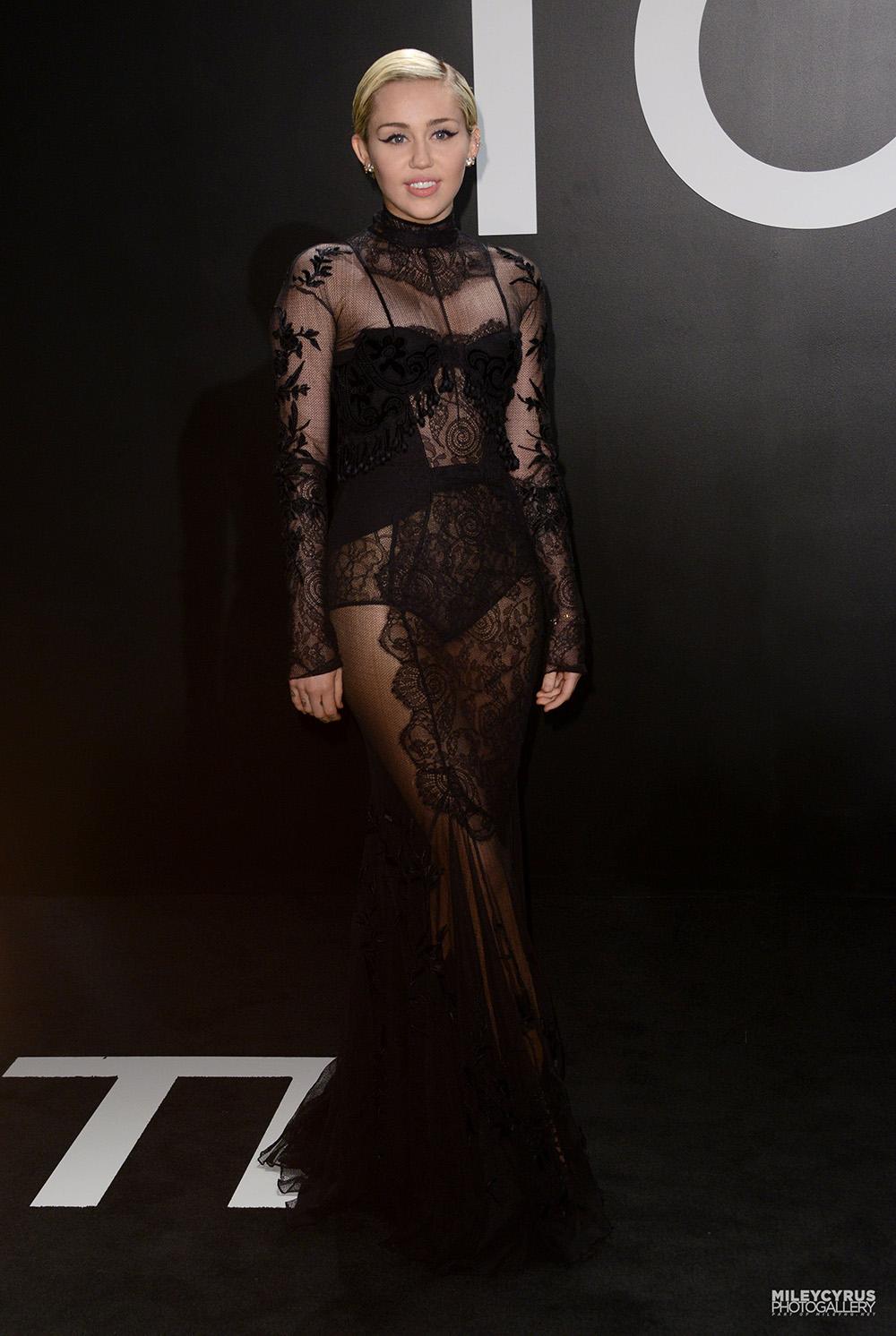 Miley Cyrus au défilé automne/hiver Tom Ford