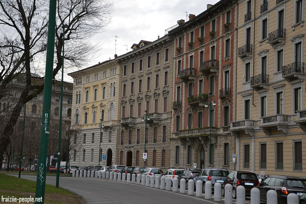 Une autre vue d'immeubles en face du Château des Sforza.