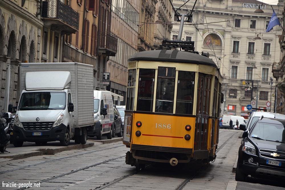 Une photo d'un tramway en gros plan qui nous rappelle étrangement les tramways de San Francisco... Pas étonnant, notre guide nous apprend que Milan et San Francisco ont fait un partenariat et donc les tramways de Milan sont les mêmes qu'à San Francisco !! On voyage encore un peu plus :)