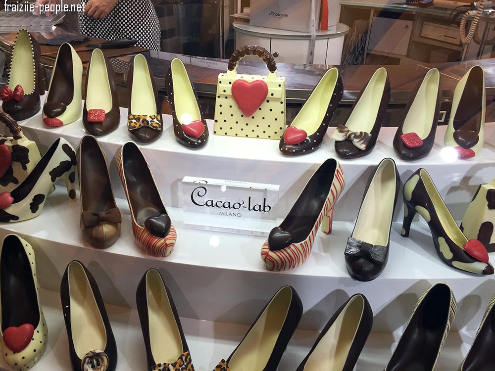 La journée se termine et nous nous retrouvons dans les Galeries La Fayette Milanaises où nous tombons sur une vitrine de chaussures en chocolat ! Je n'ai pas pu résister de vous les montrer !