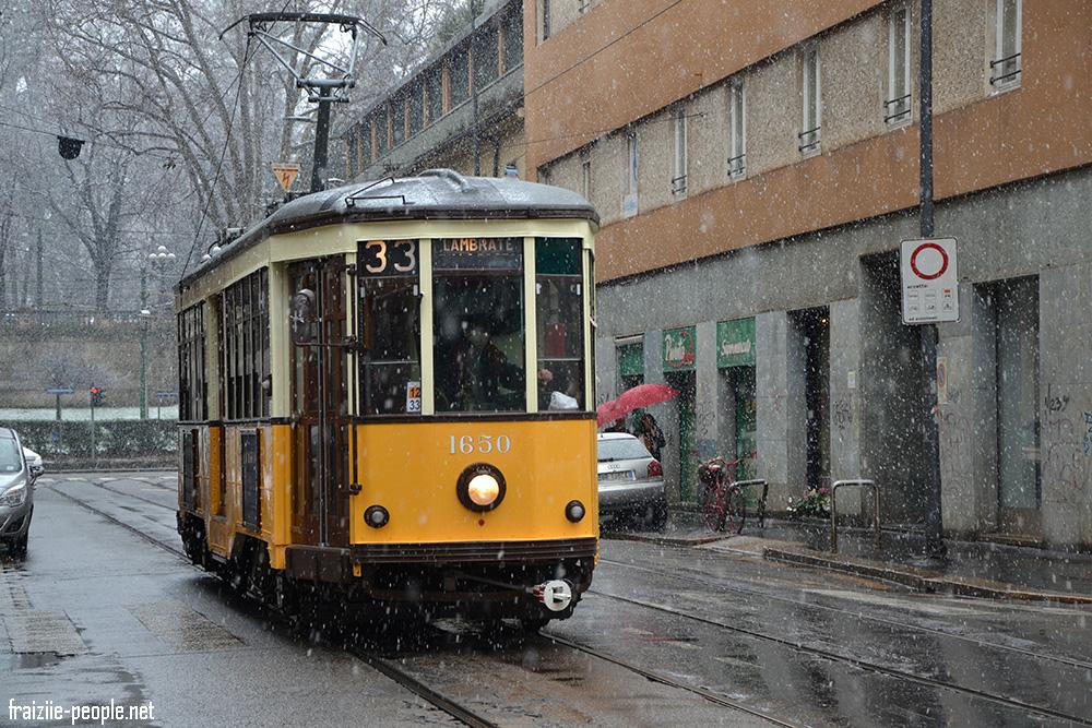 Une autre photo d'un tramway milanais sous la neige cette fois-ci.