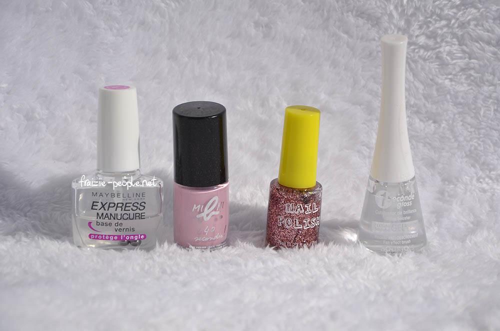"""De gauche à droite : base Express Manucure de Maybelline; vernis """"born in roses"""" Mini b. Agnès b.; top coat paillettes roses H&M; top coat transparent  1 seconde gloss Bourjois"""