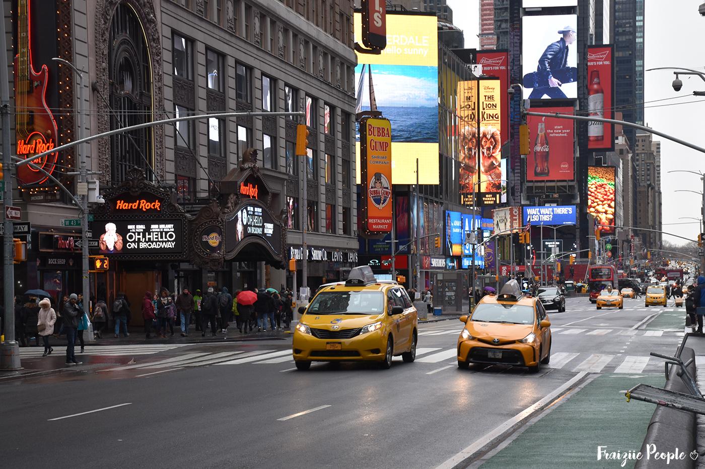 ... comme de jour ! Ici les taxis sur Times Square.