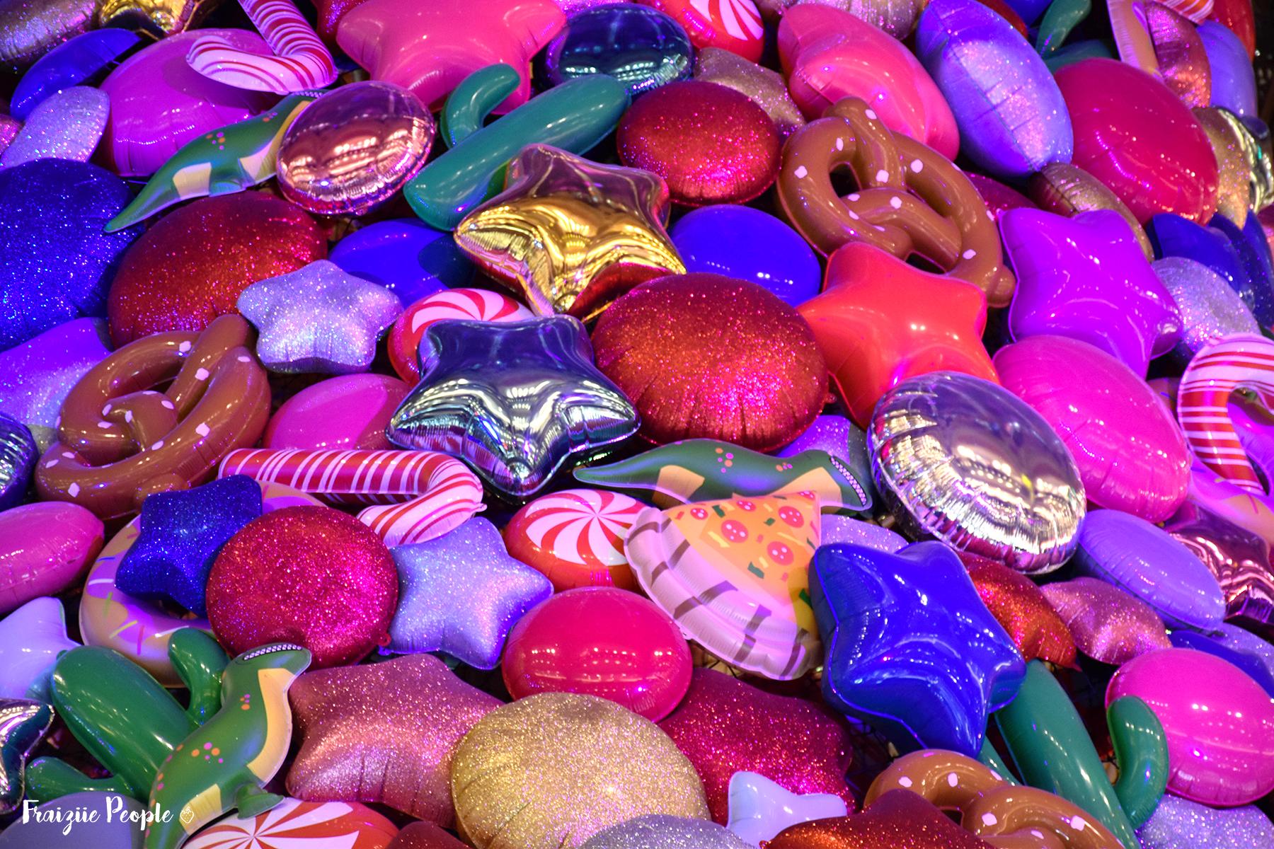 Gros plan sur les ballons du sapin de Noël - Fraiziie-People